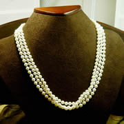 14k YG Clasp 3 Strand Pearls 18